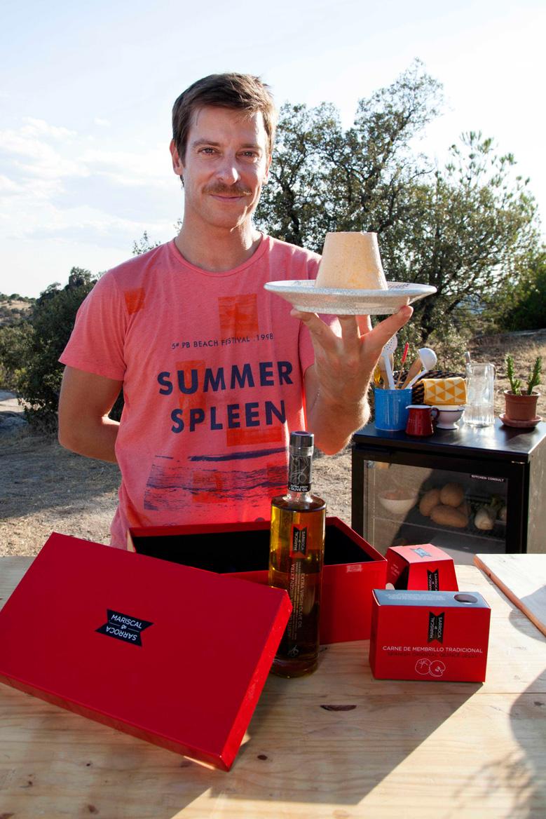 Manu Baqueiro disfruta de sus regalos gourmet Mariscal & Sarroca